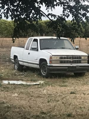 1989 Chevy Silverado parting out for Sale in Reedley, CA