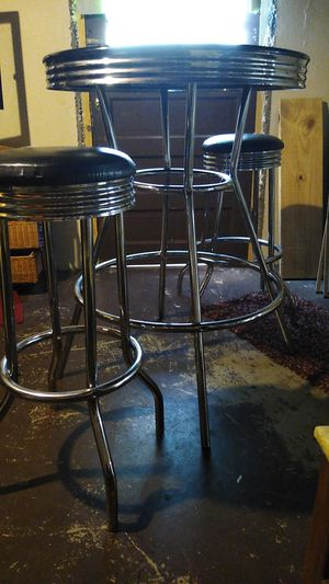 Black and chrome Retro bar stool table with 2 stools only thing is it's missing a couple screws for Sale in St. Louis, MO