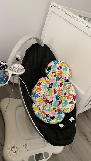 Mamaroo 4 moms baby swing for Sale in West Covina, CA