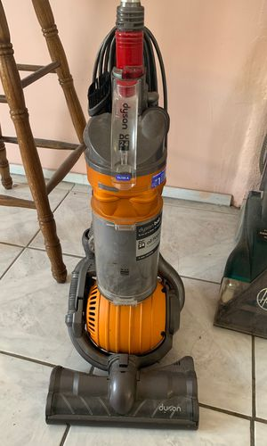 Vacuum Dyson for parts or repair for Sale in Pomona, CA