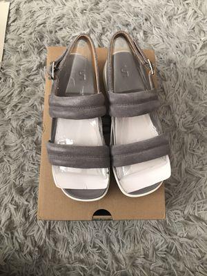 UGG, women's Lynnden buckled sandal, size 5.5 for Sale in Annandale, VA