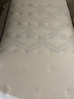 Twin Sealy Posturepedic Mattress for Sale in Fort Worth,  TX