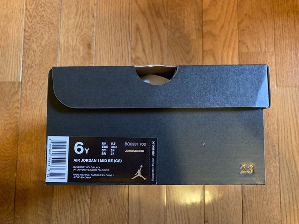 Air Jordan 1 mid SE sizes 6.5 & 6y