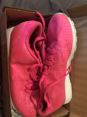 Reebok classic pink size 7 for Sale in St. Louis, MO