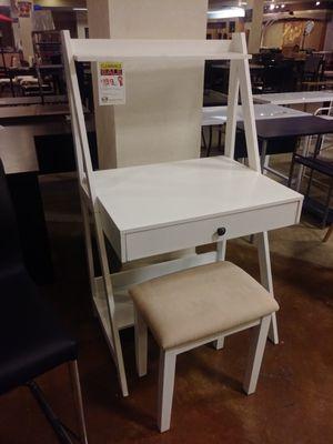White Wood Desk W/ Stool for Sale in Phoenix, AZ