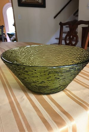 Vintage/retro collectible green designer large glass bowl 11 1/2 inches wide and 5 inches tall for Sale in Riviera Beach, FL