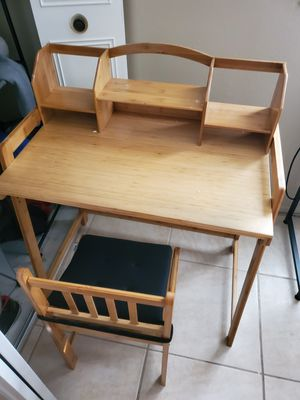 Kids desk and chair for Sale in Phoenix, AZ