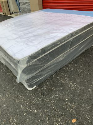 New King Size Pillowtop Mattress and Box Spring Set - 3PC for Sale in Pompano Beach, FL
