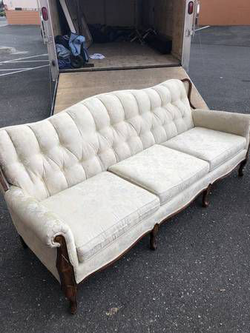 Mid-Century Tufted Back Couch **Delivery Available** for Sale in Tacoma,  WA