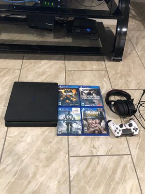 Ps4 scuf controller 4 games headphones for Sale in Fort Worth, TX
