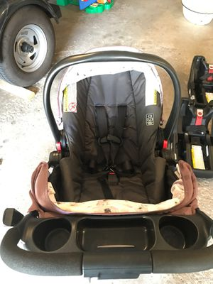 Graco car seat, troller, 3 click connect bases for Sale in Chaska, MN