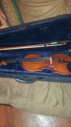 Fever violin it's in good condition the bowl is very good condition you call Robert {contact info removed} $60 for Sale in Dinuba, CA