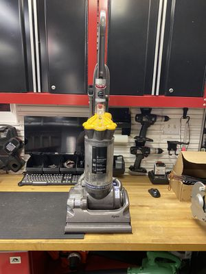 Dyson DC33 Vacuum for Sale in Glendale Heights, IL