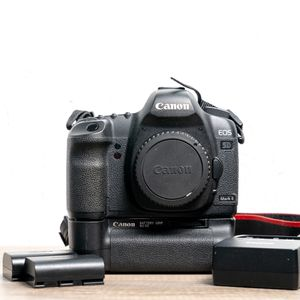 Canon 5D Mark it DSLR + Extras for Sale in Whittier, CA