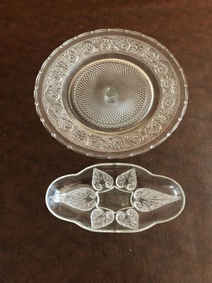 Water drop leaf glass bowl and stand for Sale in Pimmit Hills, VA