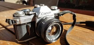 MINT CANON AE-1 35MM SLR CAMERA W/ 50MM LENS for Sale in San Diego, CA
