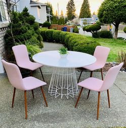 """Beautiful 5 Pieces Dining Set (4 Pink Chairs + Modern White Round Dining Table 48""""Diameter) ALL In Like New Condition for Sale in Renton,  WA"""