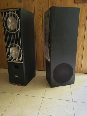 Digital Audio 3ft speaker towers for Sale in Burkburnett, TX