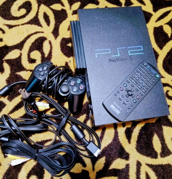 PLAY STATION 2 (Games Included)