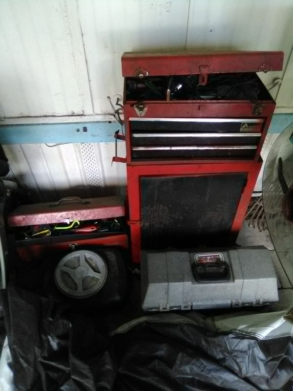 Tool chest and 2 tool boxes. Ext...