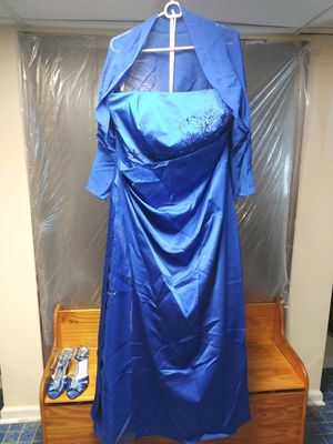 Wedding dress with shoulder cover and shoes for Sale in Chicago, IL
