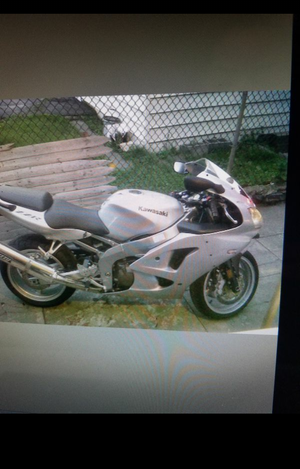 Motorcycle 2006 KAWASAKI ZZR600 $3200 .....2100 MILES ONLY. for Sale in Jersey City, NJ