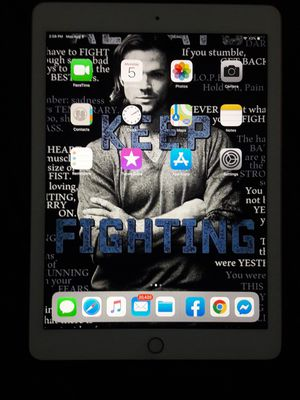 Apple iPad sixth generation for Sale in Saint Joseph, MO