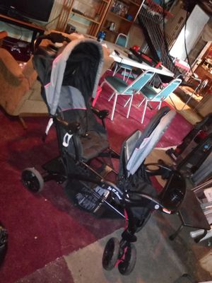 Baby trend sit n stand collapsible double stroller for Sale in Hainesport, NJ