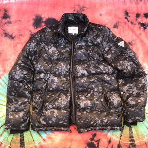 GUESS PUFFER JACKET for Sale in Oakland, CA