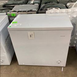 Frigidaire deep freezer FFFC07M to you W T77P for Sale in Inglewood,  CA