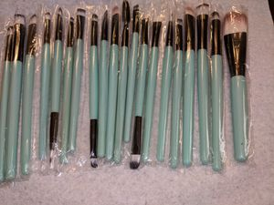 20 pieces Beautiful Professional Cosmetic Brush Set for Sale in Monroe, MI