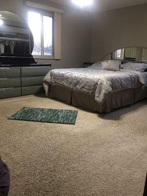 Bedroom set for Sale in Sterling Heights, MI