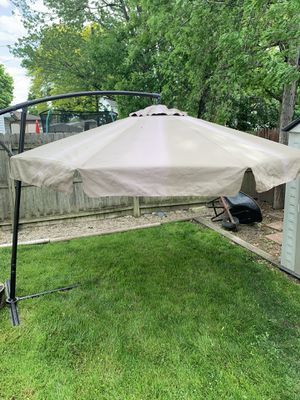 10' round patio umbrella $75 for Sale in Warren, MI