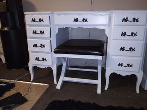 Used vanity desk in good condition for Sale in Huntington Park, CA