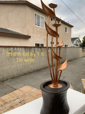 Beautiful leaf fountain for Sale in Cudahy, CA