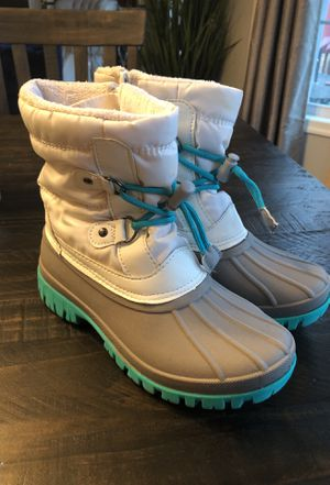 Girls Snow Boots Size 3 for Sale in Harpers Ferry, WV