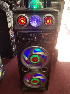 LOUD AND POWERFUL BLUETOOTH SPEAKER WITH MICROPHONE for Sale in Los Angeles, CA