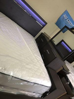 Queen size bedroom set =4pcs for Sale in Norcross, GA