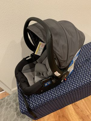 Infant car seat and base for Sale in Fremont, CA
