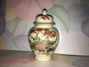 Japanese vase with lids for Sale in Blandford, MA