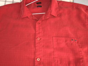 Oakley Medium Short Sleeve Dress Shirt for Sale in Las Vegas, NV