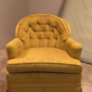 Chair for Sale in Fond du Lac, WI
