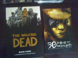 Walking dead , 30 days of night, 2 Authority books for Sale in Tempe, AZ