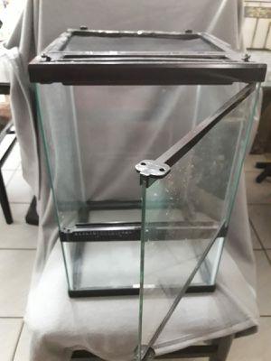 Medium Size Glass Tank Reptile Amphibian for Sale in Miami, FL