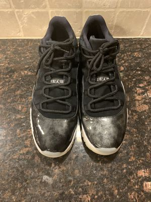 Like New NIKE AIR JORDAN 11 XI RETRO LOW BARONS BLACK/WHITE METALLIC SILVER 528895-010 (Size 17) for Sale in Chicago, IL