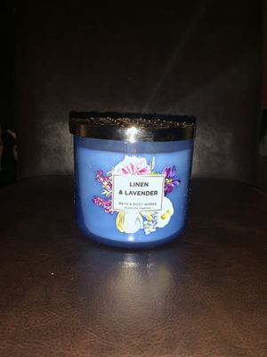 Bath and Body Works Linen & Lavender candle for Sale in Los Angeles, CA