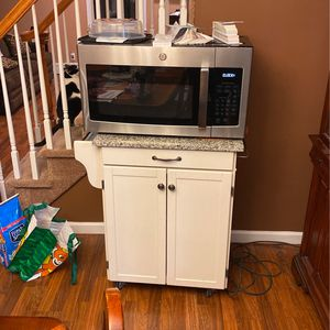 Three month oldMicrowave Plus Microwave Cart Sold Individually Or Together for Sale in Levittown, NY