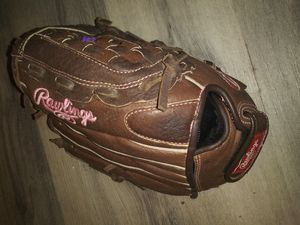 Rawlings softball glove for Sale in Guadalupe, AZ