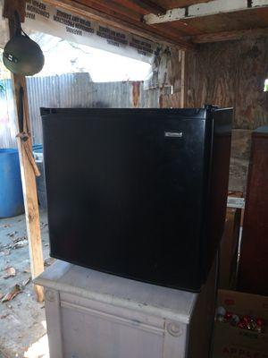 Refrigerador chico excelentes condiciones for Sale in Lynwood, CA
