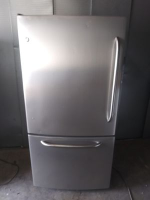 """General Electric. Bottom freezer full Size refrigerator( (size: 33 w by 30"""" d by 67""""3/4 h (can deliver and install for free# for Sale in Claremont, CA"""